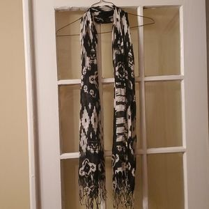 black and white patterned scarf
